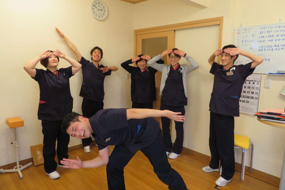 【運動療法室】理学療法士5名&柔道整復師2名が所属しています。それぞれの特徴を活かし勤務にあたっています。